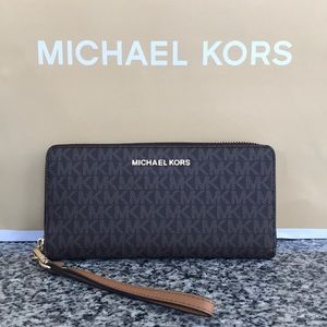 Michael Kors Large continental zip around wallet